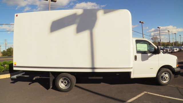 2020 GMC Savana 3500 4x2, Unicell Classicube Cutaway Van #Q50055 - photo 18
