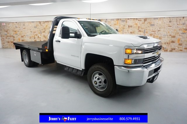 2018 Silverado 3500 Regular Cab DRW 4x4, Platform Body #JF124954 - photo 3