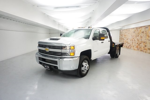 2018 Silverado 3500 Crew Cab DRW, Platform Body #JF129084 - photo 3