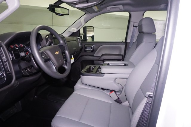 2018 Silverado 3500 Crew Cab DRW, Platform Body #JF129084 - photo 5