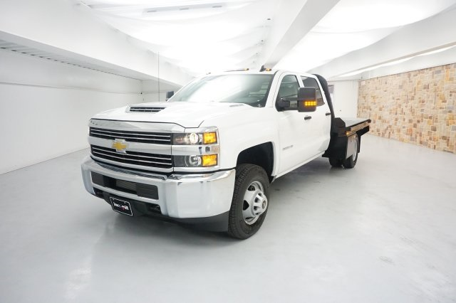 2018 Silverado 3500 Crew Cab DRW 4x4, Platform Body #JF177023 - photo 3