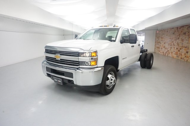 2018 Silverado 3500 Double Cab 4x2,  Cab Chassis #JZ338839 - photo 3