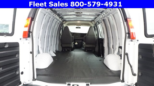 2017 Savana 3500 Cargo Van #H1315420 - photo 2
