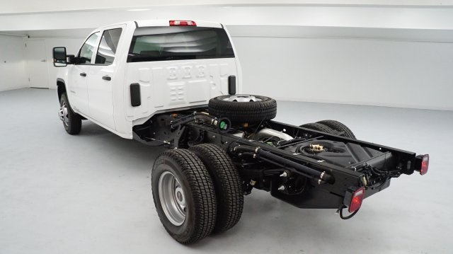 2017 Sierra 3500 Crew Cab 4x4, Cab Chassis #HF223833 - photo 4
