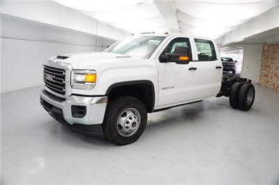 2018 Sierra 3500 Crew Cab DRW 4x2,  Cab Chassis #JF262595 - photo 3