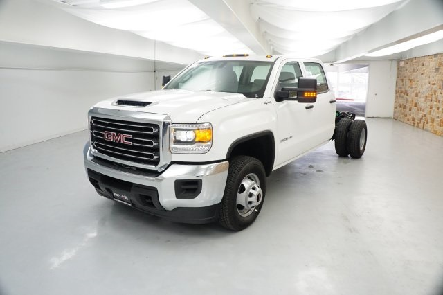 2019 Sierra 3500 Crew Cab DRW 4x4,  Cab Chassis #KF137866 - photo 3