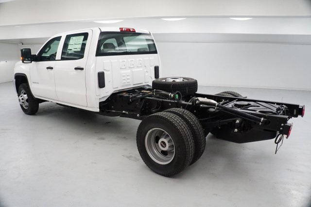 2019 Sierra 3500 Crew Cab DRW 4x4,  Cab Chassis #KF137866 - photo 2
