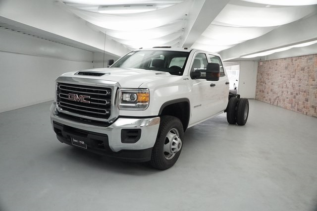 2019 Sierra 3500 Crew Cab DRW 4x4,  Cab Chassis #KF141439 - photo 3