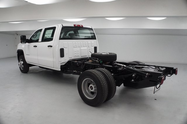 2019 Sierra 3500 Crew Cab DRW 4x4,  Cab Chassis #KF141439 - photo 2