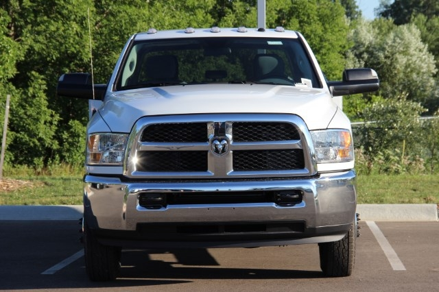 2017 Ram 3500 Crew Cab DRW 4x4 Service Body #L17D746 - photo 3