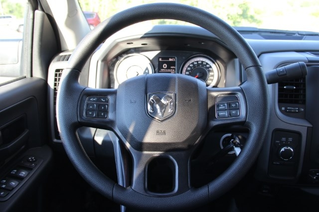 2017 Ram 3500 Crew Cab DRW 4x4 Service Body #L17D746 - photo 14