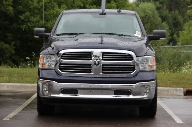 2017 Ram 1500 Crew Cab 4x4 Pickup #L17D872 - photo 3