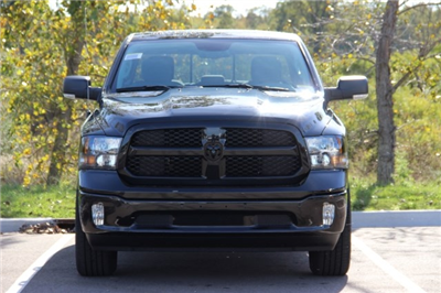2018 Ram 1500 Crew Cab 4x4 Pickup #L18D028 - photo 3