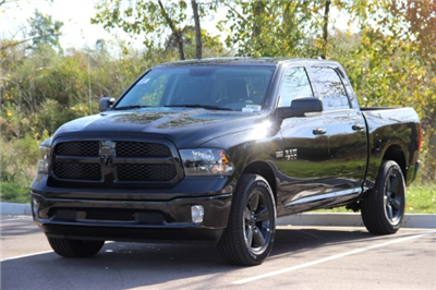 2018 Ram 1500 Crew Cab 4x4 Pickup #L18D028 - photo 4