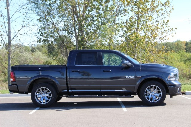 2018 Ram 1500 Crew Cab 4x4 Pickup #L18D032 - photo 8