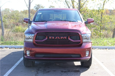 2018 Ram 1500 Crew Cab 4x4 Pickup #L18D037 - photo 3