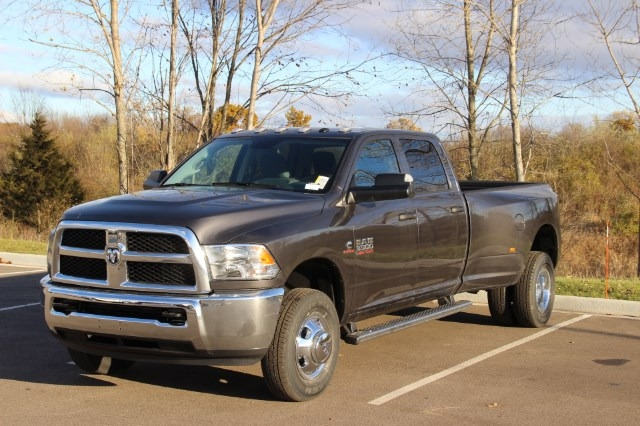 2018 Ram 3500 Crew Cab DRW 4x4 Pickup #L18D065 - photo 4