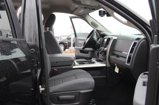 2018 Ram 1500 Crew Cab 4x4, Pickup #L18D108 - photo 11