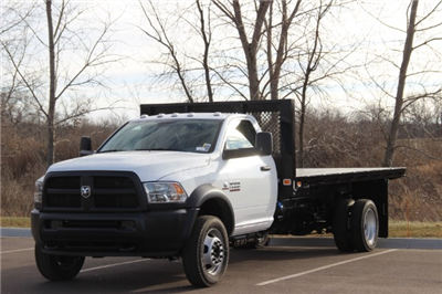 2018 Ram 5500 Regular Cab DRW Platform Body #L18D136 - photo 4