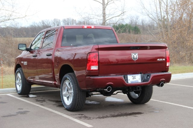 2018 Ram 1500 Crew Cab 4x4 Pickup #L18D153 - photo 7