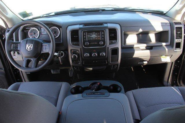 2018 Ram 1500 Crew Cab 4x4, Pickup #L18D181 - photo 33