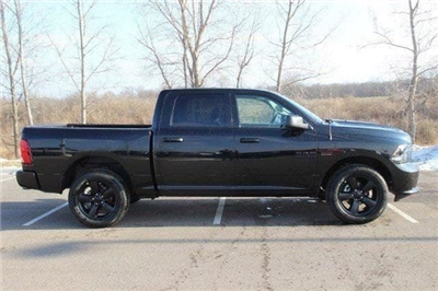 2018 Ram 1500 Crew Cab 4x4, Pickup #L18D207 - photo 25