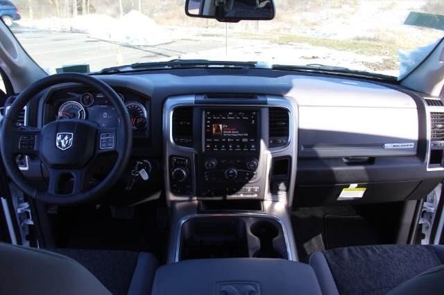 2018 Ram 1500 Crew Cab 4x4, Pickup #L18D384 - photo 16