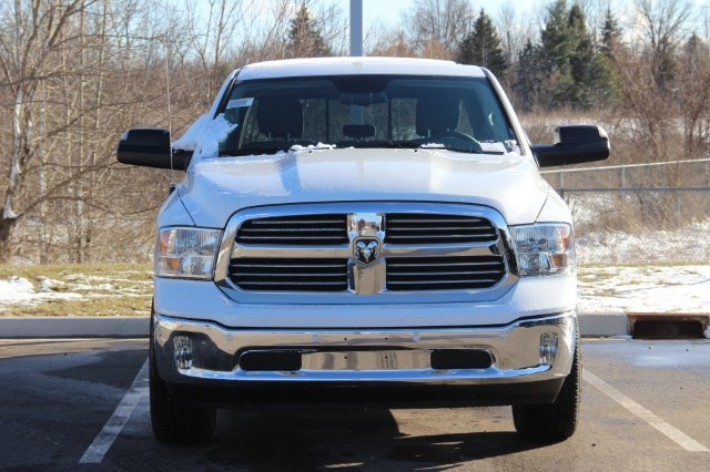 2018 Ram 1500 Crew Cab 4x4, Pickup #L18D384 - photo 3