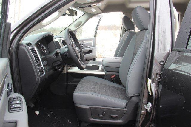2018 Ram 1500 Crew Cab 4x4, Pickup #L18D430 - photo 27