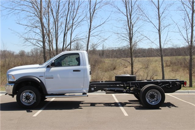 2018 Ram 5500 Regular Cab DRW, Cab Chassis #L18D479 - photo 5