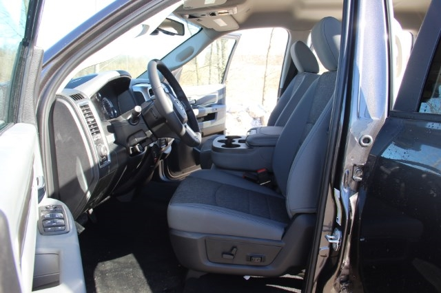 2018 Ram 1500 Crew Cab 4x4, Pickup #L18D489 - photo 10
