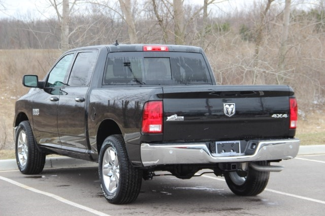 2018 Ram 1500 Crew Cab 4x4, Pickup #L18D579 - photo 6