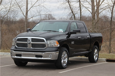 2018 Ram 1500 Crew Cab 4x4, Pickup #L18D579 - photo 19