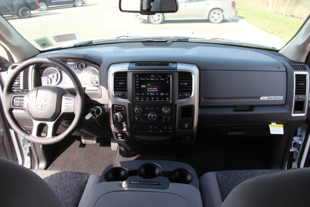 2018 Ram 1500 Crew Cab 4x4, Pickup #L18D597 - photo 16