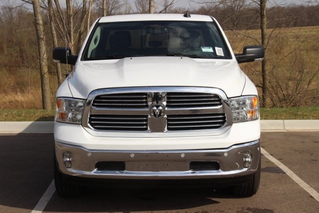 2018 Ram 1500 Crew Cab 4x4, Pickup #L18D597 - photo 3