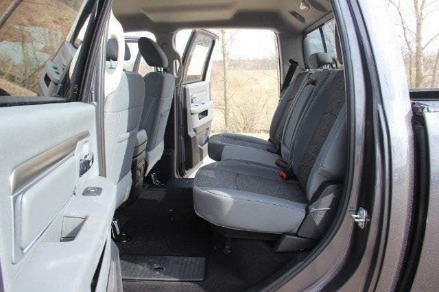 2018 Ram 1500 Crew Cab 4x4, Pickup #L18D638 - photo 29