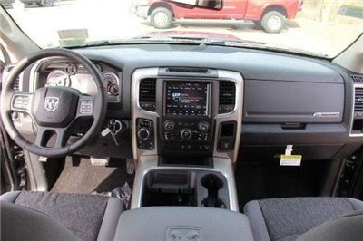 2018 Ram 1500 Crew Cab 4x4, Pickup #L18D638 - photo 33