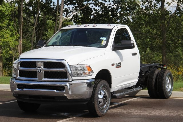 2018 Ram 3500 Regular Cab DRW 4x4,  Cab Chassis #L18D913 - photo 4