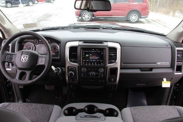 2018 Ram 1500 Crew Cab 4x4, Pickup #LD18D571 - photo 16
