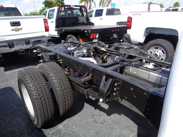 2017 Silverado 3500 Regular Cab 4x4, Cab Chassis #N7396 - photo 5