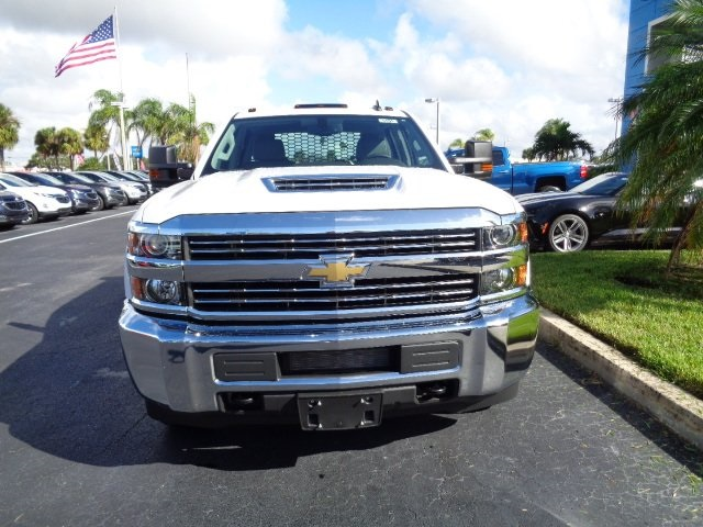 2018 Silverado 3500 Crew Cab DRW 4x4 Platform Body #N8151 - photo 3