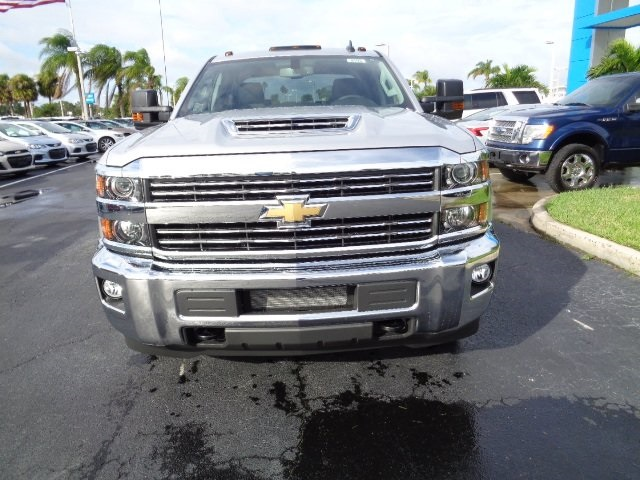 2018 Silverado 3500 Crew Cab 4x4 Pickup #N8193 - photo 3