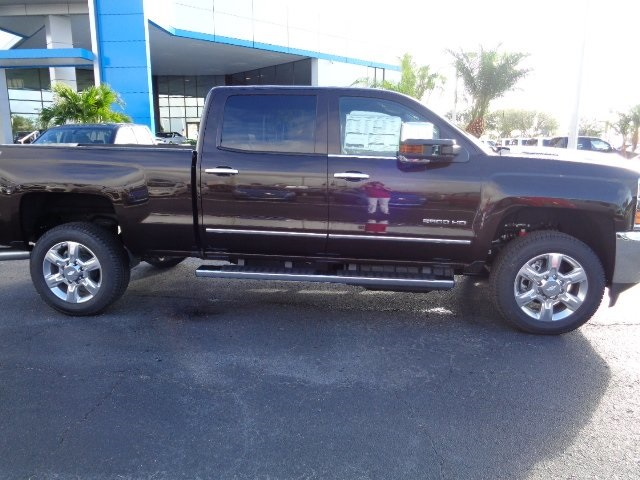 2018 Silverado 2500 Crew Cab 4x4 Pickup #N8205 - photo 4
