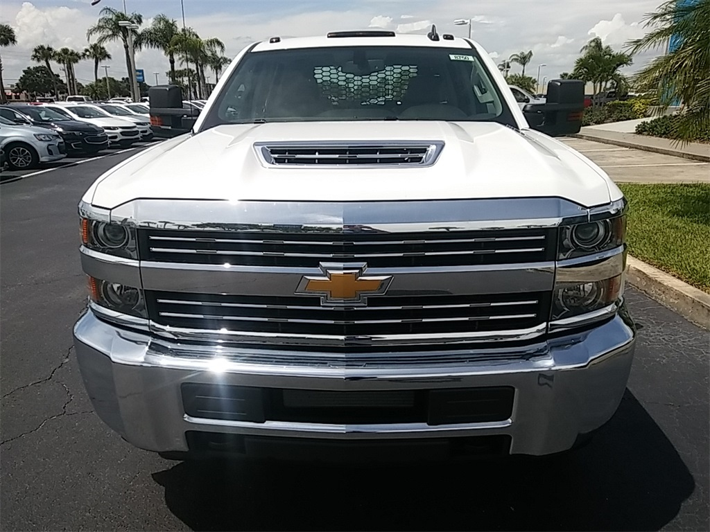 2018 Silverado 3500 Crew Cab DRW 4x4, Platform Body #N8750 - photo 3