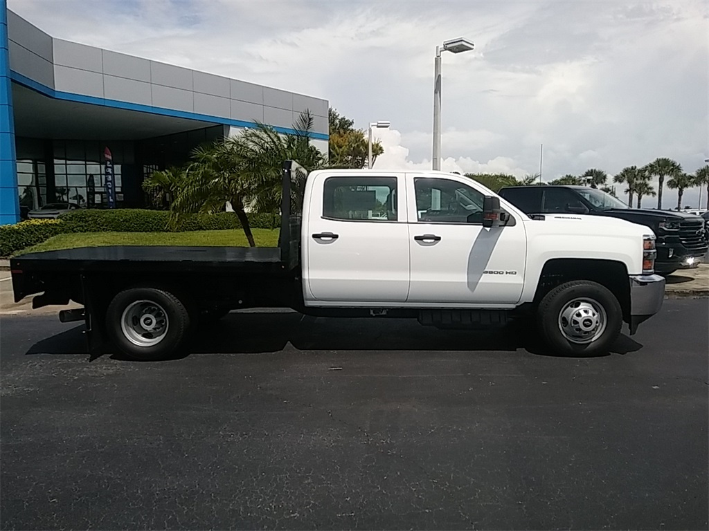 2018 Silverado 3500 Crew Cab DRW 4x4, Platform Body #N8750 - photo 8