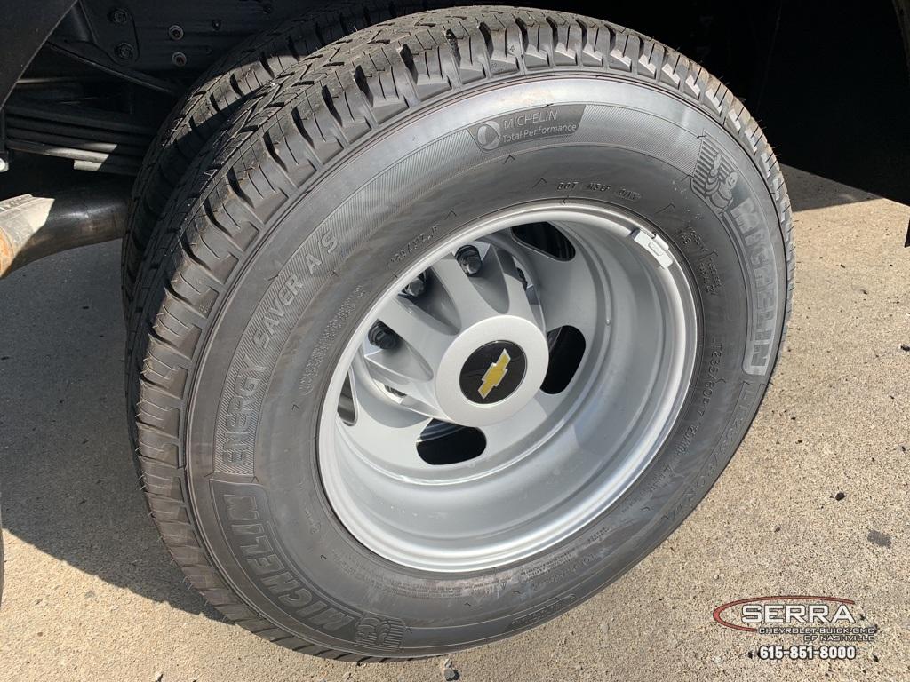 2020 Chevrolet Silverado 3500 Crew Cab DRW 4x4, Knapheide PGNC Gooseneck Platform Body #C203401 - photo 10