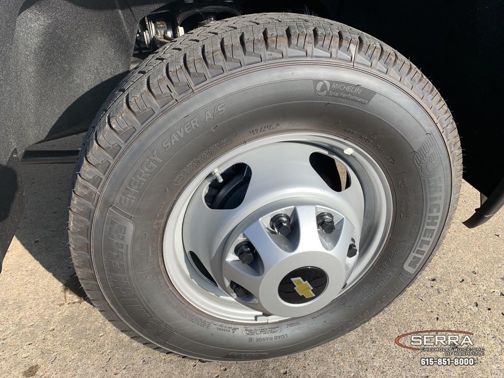2020 Chevrolet Silverado 3500 Crew Cab DRW 4x4, Knapheide PGNC Gooseneck Platform Body #C203401 - photo 9
