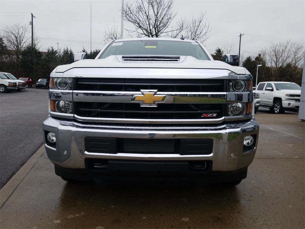 2018 Silverado 3500 Crew Cab 4x4,  Pickup #C81031 - photo 3