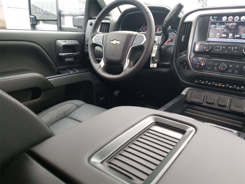 2018 Silverado 3500 Crew Cab 4x4,  Pickup #C81031 - photo 40