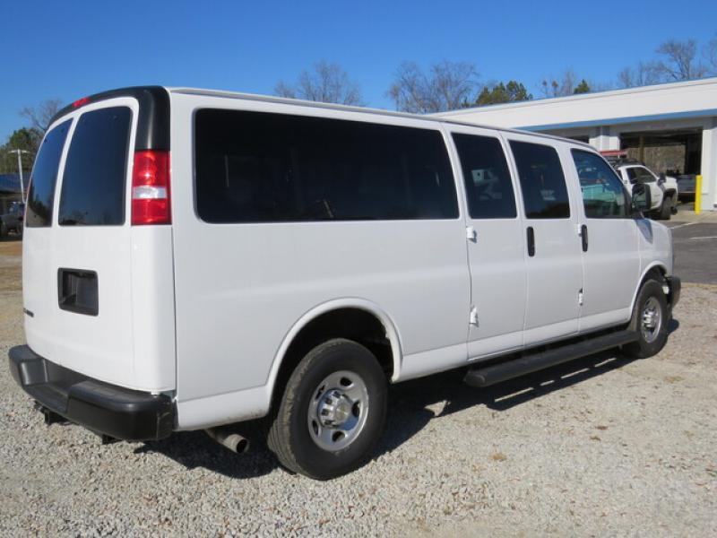 2020 Chevrolet Express 3500 4x2, Passenger Wagon #N201924 - photo 1